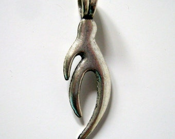 One Tibet Silver Sign Hand Pendant, Jewelry Supplies   (1102)