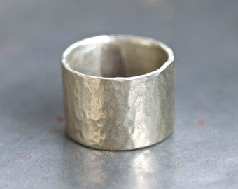 Hammered Wedding band - Wide Silver Toned ring Band - Size 11 - Mens White Brass Ring