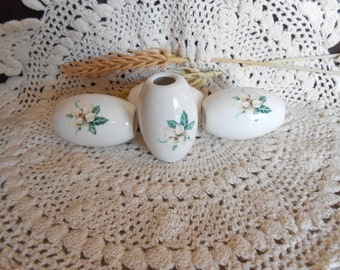 4 Lg Oval  Shaped Glazed Ceramic Macrame Beads-Handcrafted-White Flower Decal-LD12