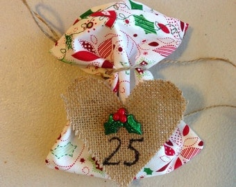 25 Advent Calendar Gift Bags- Red, Green, and White Decorative Cotton, Hand-Scripted Numbers on Burlap Heart with Sparkly Mistletoe