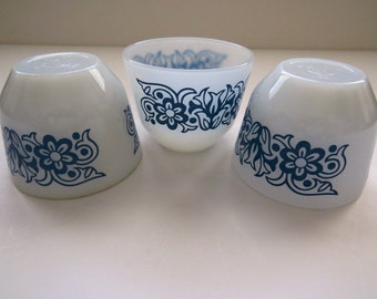 Blue White Federal Glass Custard Cups - Set of 3 - Atomic Tulip Daisy Design Milk Glass Small Serving Bowls Dishes - Collectible - Gift