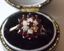 Vintage 9ct Gold Opals  Garnets  Ring Pretty