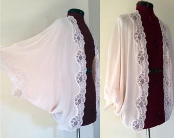Vintage Shawl Pink Lace / Soft Pink Peignoir w Lace Flowers / Vintage Wrap / Kimono Style Batwing Lingerie Cover Up