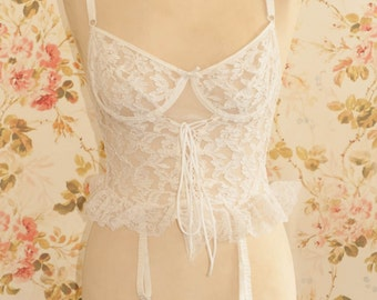 Vintage White Floal Lace Suspender Negligee Top. U.K Bra Size 34/36B Cup.