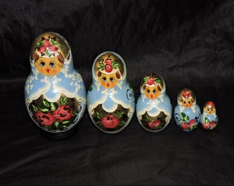Vintage Russian Nesting Dolls Matryoshka Set of 5 Blue Gold Pink White Handpainted