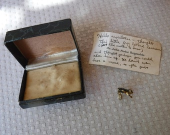 Vintage frog screw back hat/lapel pin gold and enamel