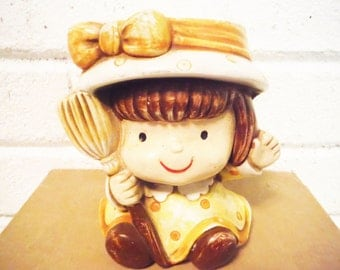 Sweet girl planter pencil cup retro vintage 1980's yellow brown hat bow