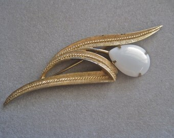 Sarah Coventry Brooch Vintage Flower Art Deco Floral Modernist Oversized Gold Tone White Milk Glass Drop Pear Shape Shabby Chic Statement