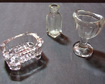 Vintage Heisey glass collectable Eye washer, Unhallmarked but suspected Heisey Footed salt dish and Apothecary bottle.....
