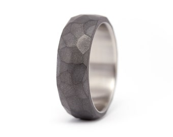 Men's titanium and graphite ring. Modern and indutrial dark grey wedding band. Water resistant, very durable and hypoallergenic. (01301_7N)