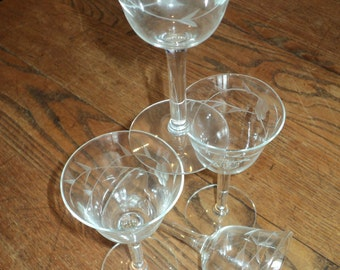 4 Etched Crystal Glass Stemware Glasses, Smaller Sized Aperitif Glasses for an after dinner dessert wine or sherry in Vintage Condition