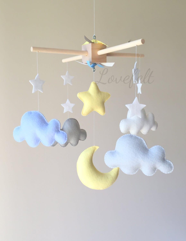 mobile b b nuage mobile lune nuages mobile jaune et. Black Bedroom Furniture Sets. Home Design Ideas
