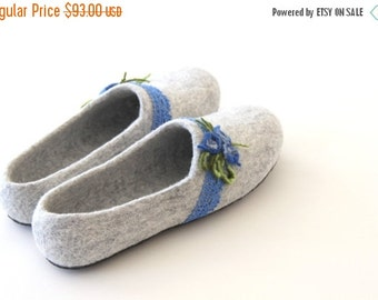 Women slippers handfelted from natural merino wool, decorated with blue linen laces and felted flowers
