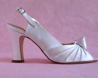 Vintage Wedding Shoes, Peter Fox, Size 9 1/2, White Silk Bridal Shoes, Slingback Sandals, Dyeable, Made in Italy