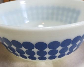 Vintage Pyrex Blue Dot 2 1/2Qt. Large Nesting Bowl