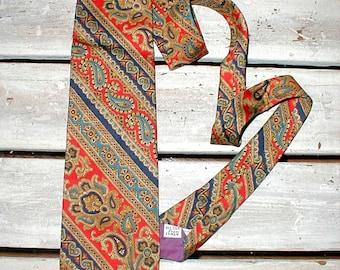 Italian Silk Necktie By Hut *Colorful Design* Charming Tie!