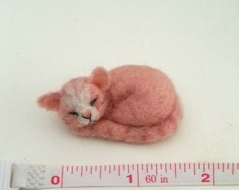 Sleeping cat - Artist bear, OOAK, cat, kitten, kitty, needle felted cat, miniature cat, dollhouse cat, dollhouse kitten, dollhouse miniature