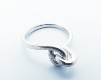 silver ring/ love-knot ring/ hammered silver ring