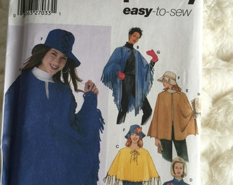 Simplicity Womens Poncho Purse Hat and Mittens Sewing Pattern 5349 Size l xl 18 20 22 24 Plus UC FF Uncut