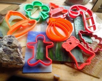 "7 Vintage cookie cutters early 90's largest 6 ""   Great condition!"
