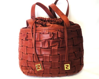 Vintage FENDI brick brown woven intrecciato, basket design hobo bucket shoulder bag with golden FF drawstrings. Rare masterpiece