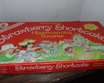 Vintage 1983 Strawberry shortcake Housewarming Surprise parker brothers COMPLETE