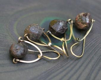 Rustic . Raw Garnet stone earrings n.10 - solid brass . raw Garnet stone . oxidized brass . rustic jewelry . organic jewelry earthy earrings