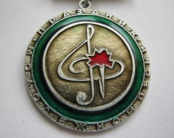 Vintage soviet union USSR music theme pin badge