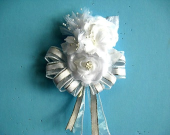 Bridal shower corsage, Corsage for women, White wearable corsage, Anniversary corsage, Prom corsage, Floral corsage, Floral gift bow (W127)