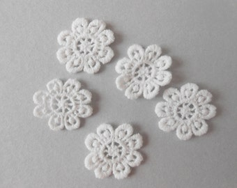 5 lace flowers with 2.5 cms