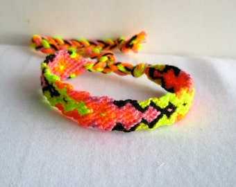 Friendship Bracelet - Continues arrow