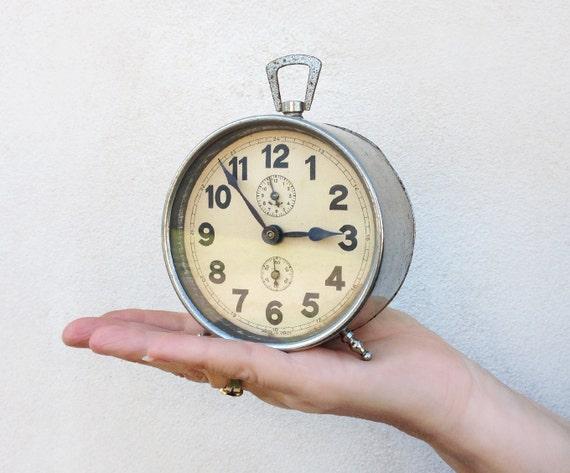 antica sveglia da comodino orologio da tavolo con carica