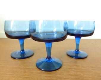 Eight blue Gorham Accent champagne glasses, sherbet cups, sleek mid century barware