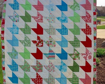 Houndstooth christmas quilt in Flurry