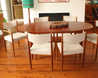 SOLD SOLD Vintage Parker Extension Table with 6 chairs.