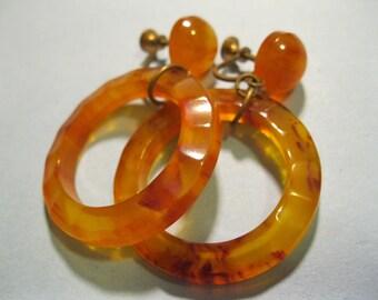 earrings vintage screw back dangle hoops plastic