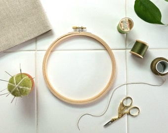 """MEDIUM EMBROIDERY FRAME – 6"""" comfortable bamboo needlework hoop for embroidery or cross stitch"""