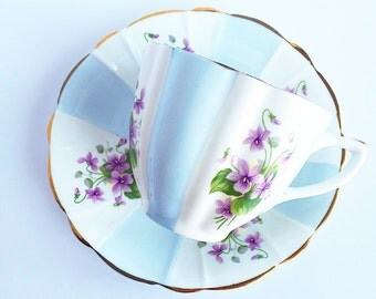 Vintage Tea Cup / Flowers and Gold accents ~ Made in England~ Cup & Saucer~ Floral~ Fine Bone China / Bridal Tea / Antique Tea cups