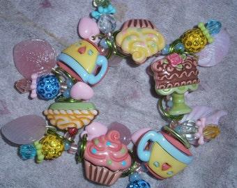 Cupcake charm bracelet/ Desert bracelet/ Coffe bracelet/ Pie bracelet/ beadiebracelet