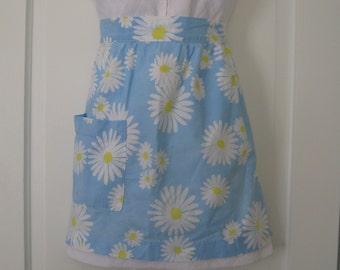 1960s vintage blue/white daisy flower-power cotton half apron