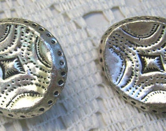 Summer Sale...Vintage Embossed Silver Clip On Earrings...Oval....Shadowbox  Designs...Simplistic
