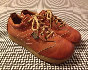 1970's, brown leather, lace up, square toe, buster browns, with thick, gum rubber soles, Women's size 7.5