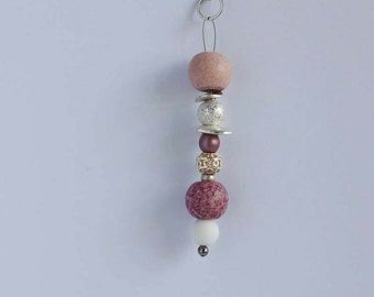 Long necklace with pendant Pink