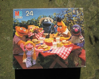 1987 Sesame Street Jigsaw PUZZLE.Bert. Ernie. Grover. Cookie Monster. Picnic. 24 pcs. Complete. Original Box. See Built Puzzle in Pics. Nice