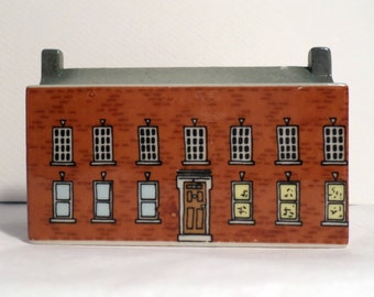 Wade Porcelain Whimsey on Why Building BLOODSHOT HALL Made in England 261569  English Village 'Bloodshot Hall' #6 Set #1 1982