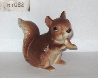 Lefton china H7062 Squirrel Sitting Animal Figurine Red Brown