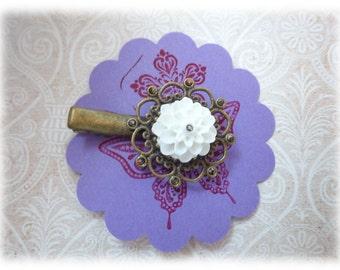 The Natural - Bobby pin hair clip Resin Dahlia white bronze ornament
