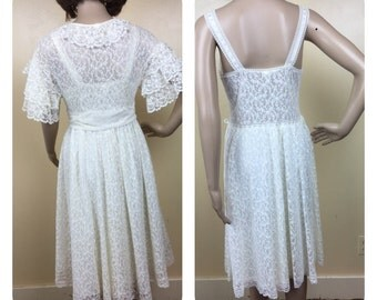 Vintage Bridal White 2 piece  Peignor Set