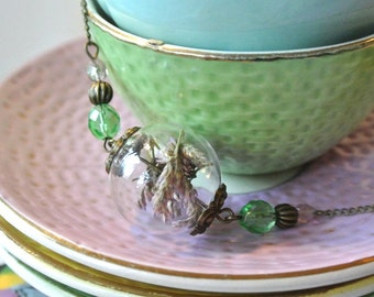 Necklace with glass bubble