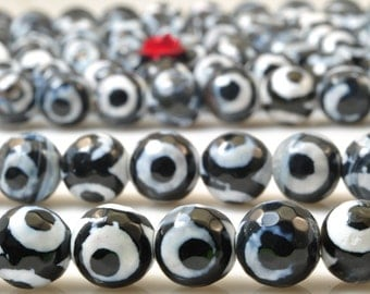 47 pcs of Tibetan Agate three-eyes faceted round beads in 8mm